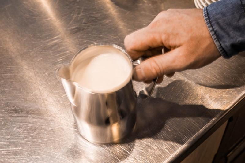 Polierphase beim Milchschäumen