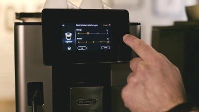 Kaffeevollautomat richtig einstellen: Vom Mahlgrad bis zur Füllmenge